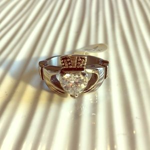Jewelry - Size 7 silver Claddagh ring